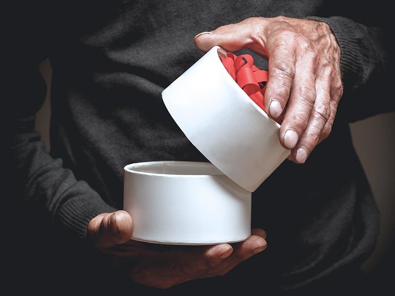 Jak zapakować okrągły prezent?